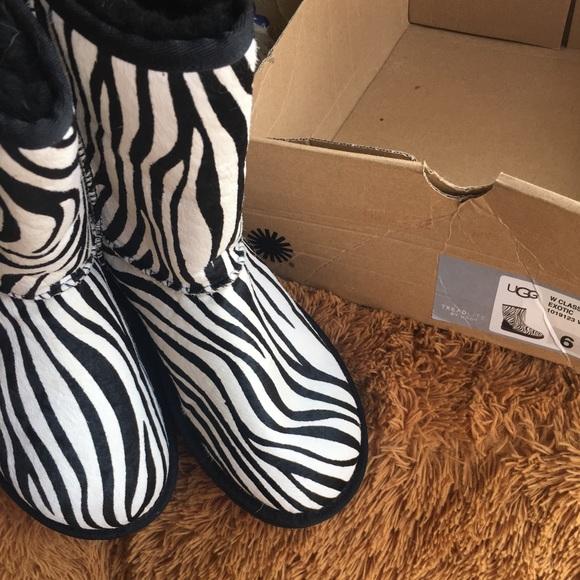 a7b9bdb1130 New UGG classic short exotic zebra NWT